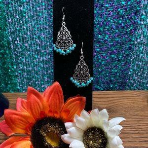 NWOT Beautiful Antique Dangle Earrings